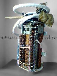 Контроллер машиниста КМ-2200, предназначен для дистанционного управления электрической передачей тепловоза.
